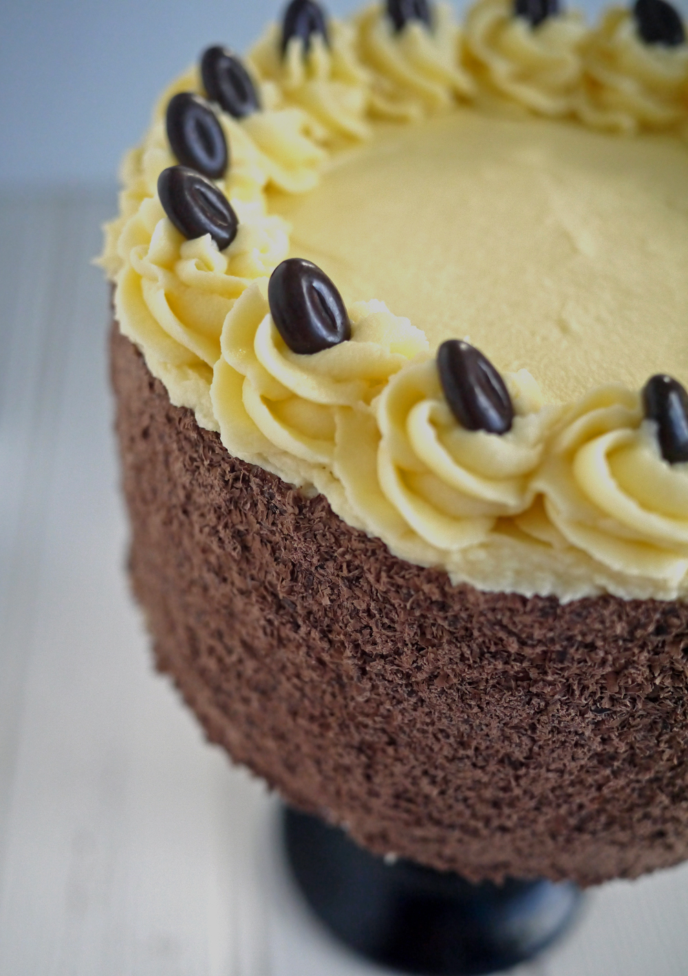 Торт украшенный растопленным шоколадом