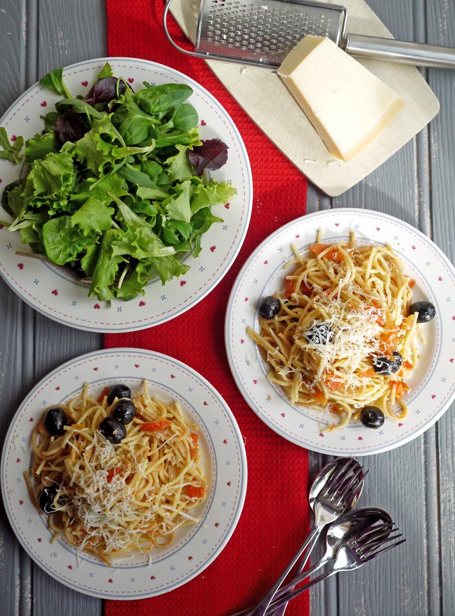 One Pan Tomato Spaghetti Recipe