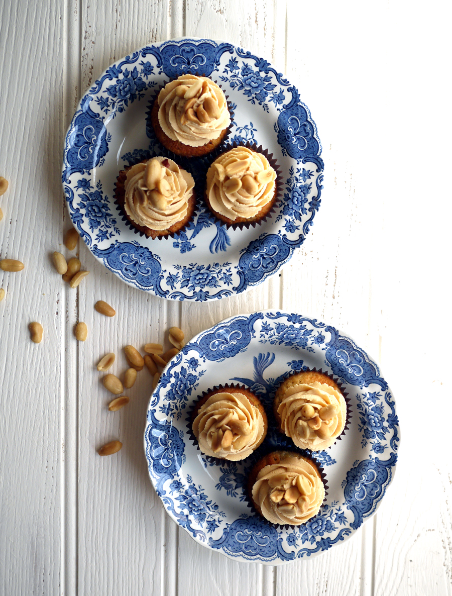 Banana Cupcakes with Peanut Butter Frosted