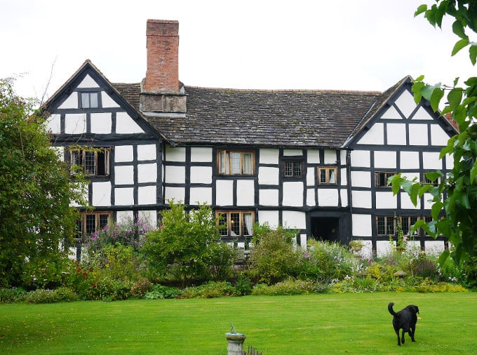 english-tudor-house-1