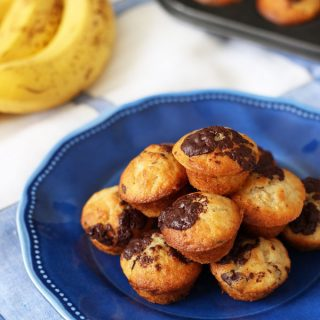 Mini banana muffins, made with a secret ingredient! Made with no need for oil or eggs, delicious, light, packed with chocolate chips, these little cakes make a super afternoon snack or breakfast treat. http://www.tamingtwins.com