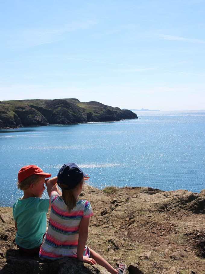 Discovering Pembrokeshire, Wales - 48 Hours in Pembrokeshire with kids in this stunning part of the UK. Beautiful coastlines, beaches, lighthouse and views, with amazing food and blue skies. What more could you want for a holiday?