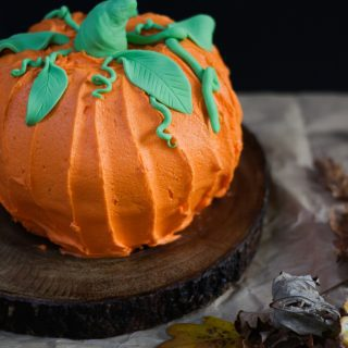 How to Make a Halloween Pumpkin Bundt Cake