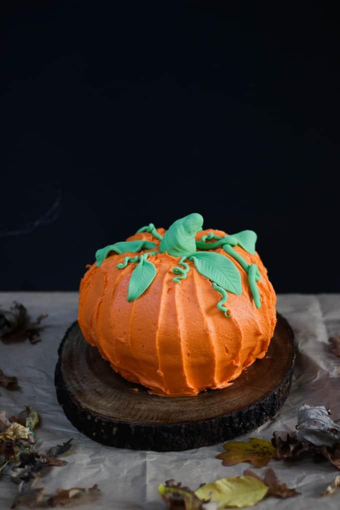 How to Make a Halloween Pumpkin Bundt Cake - Taming Twins