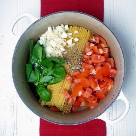 One Pan Tomato Spaghetti