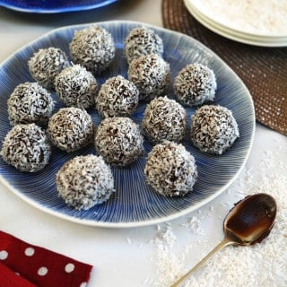 Chocolate Snowball Truffles - Perfect Christmas make for children to help with. These make a great rainy day activity, and are fab to give as gifts! https://www.tamingtwins.com