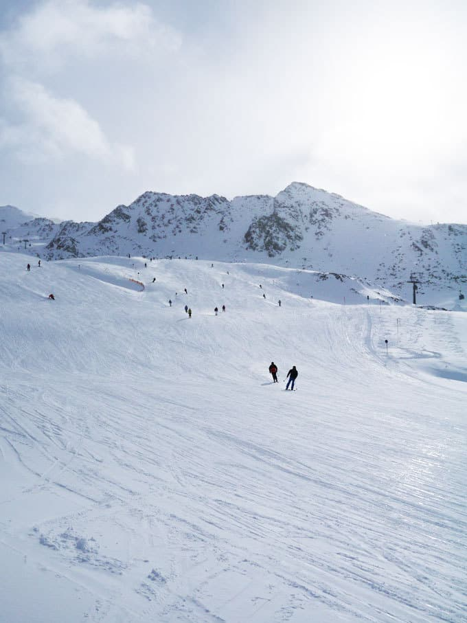 Thinking of skiing with kids? Here's our reasons to choose Obergurgl, Austria for family skiing. A perfect destination for a family snow adventure with Esprit Ski! https://www.tamingtwins.com