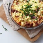 This crustless quiche with feta and parma ham is a perfect quick family meal. Made without pastry for a lighter meal, packed with tasty tomatoes and eggs for a protein rich dinner. https://www.tamingtwins.com