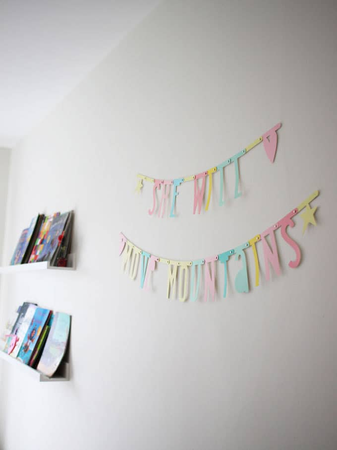 I love a motivational letter garland quote! A little girl's pink and mint green bedroom tour. Inspiration and decoration ideas for a perfect room for a four year old girl.