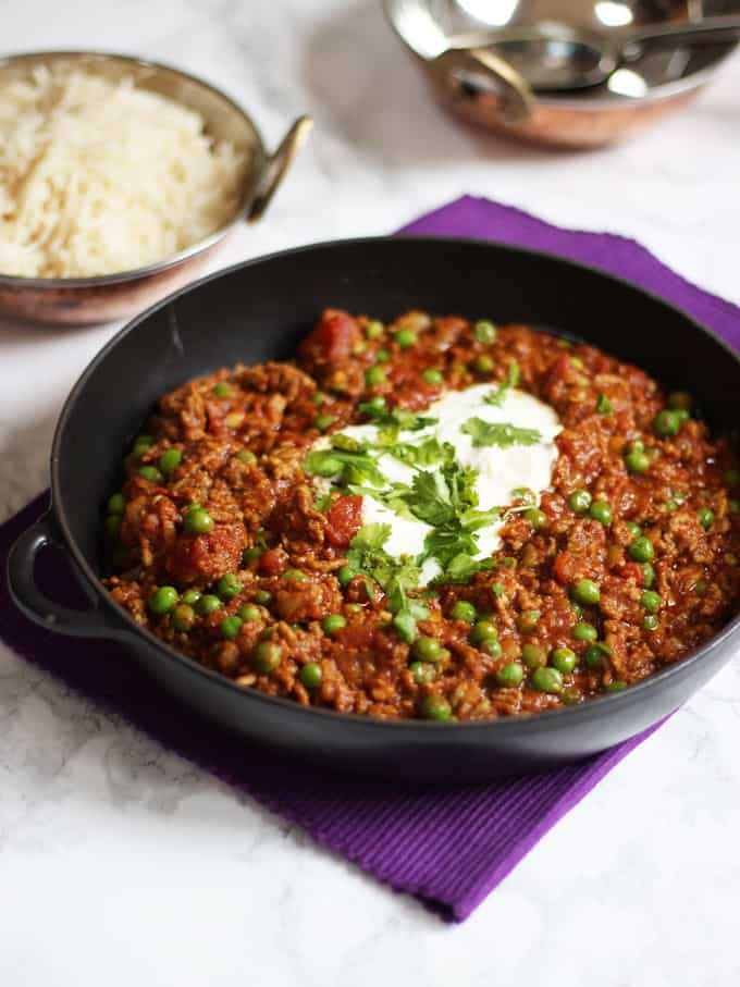 Keema recipe how to make easy lamb mince keema curry cast iron black pan with keema recipe for lamb curry in topped with yoghurt and coriander forumfinder Gallery