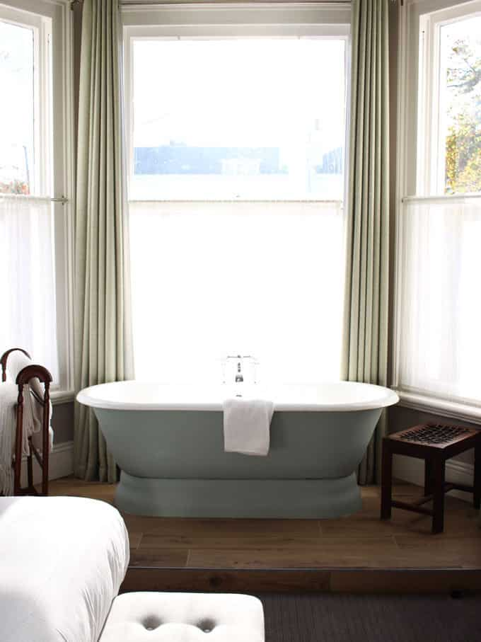 Freestanding bath dreams! A review of the stunning High Field Town House, Edgbaston, Birmingham. A pub with 12 beautifully decorated boutique rooms next door.