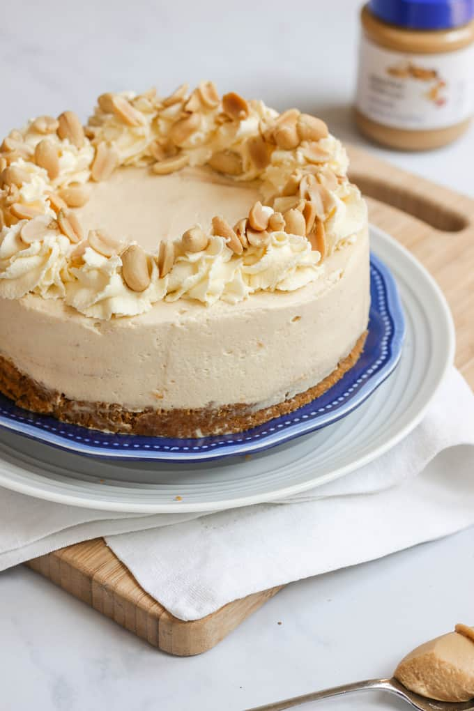 Frozen Peanut Butter Cheese Cake Recipe - Delicious dessert made with cream cheese and peanut butter on a buttery biscuit base. The perfect pudding to finish any dinner!