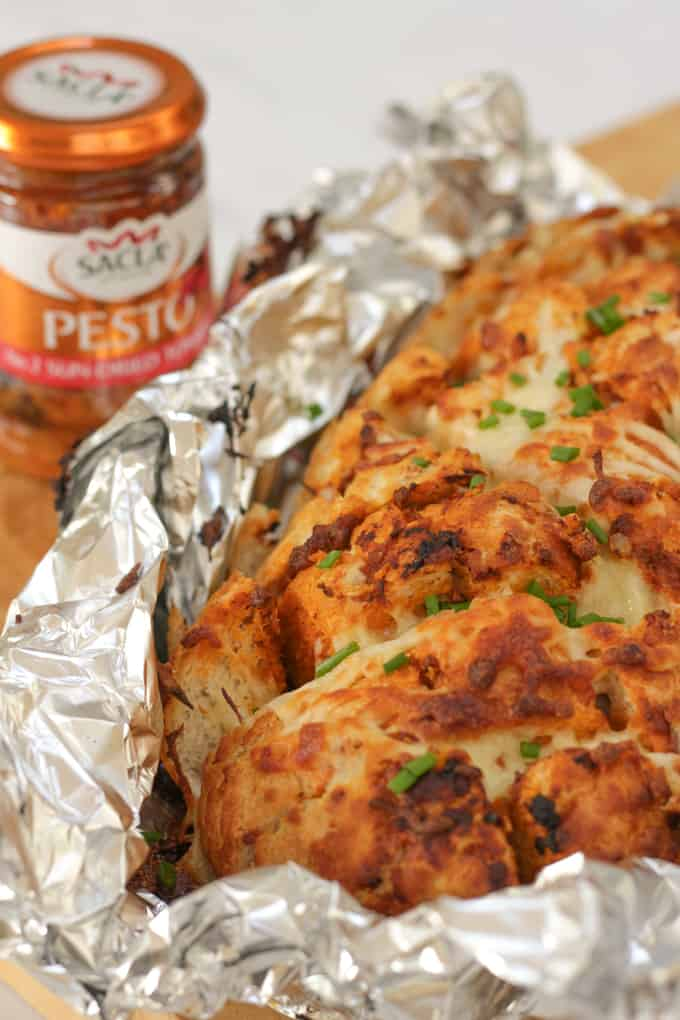 Cheesy Pesto Pull Apart Garlic Bread - A delicious cheese filled treat. The perfect side dish for dinner or snack. Pesto adds a delicious depth of flavour with the mozzarella cheese.