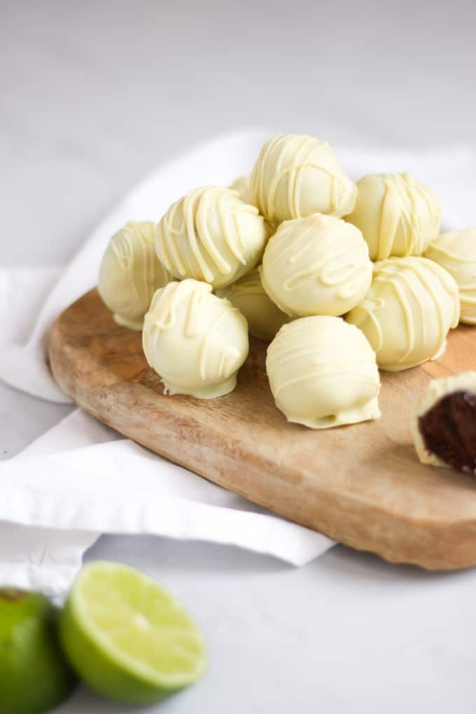 Gin and Tonic Truffles - the perfect homemade Christmas gift. Ideal for a gin or chocolate lover in your life!