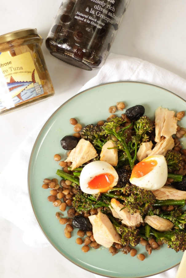 This healthy Tuna Salad recipe with Tenderstem Broccoli and Soft Boiled Eggs makes the perfect summer lunch. Super simple, ready in just 20 minutes with only 6 ingredients. #lunchrecipe #tunasalad #lentils #tamingtwins