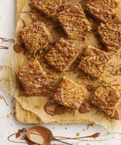 How to make flapjacks with chocolate drizzle