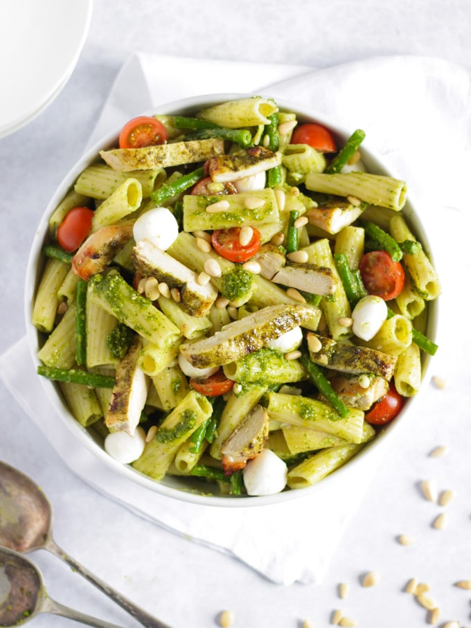 Chicken pesto pasta with tomatoes, green beans and mozzarella
