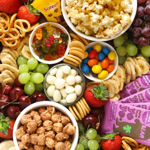 How to make a popcorn movie snack board for children with popcorn, sweets and treats