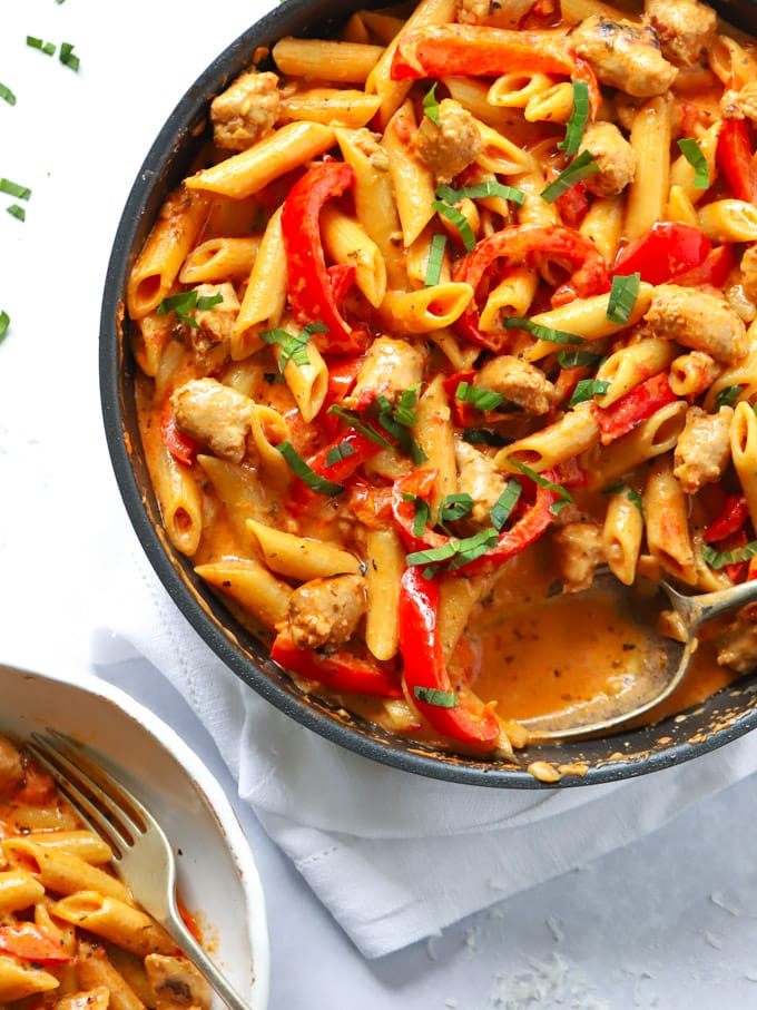 Penne with peppers and spicy sauce