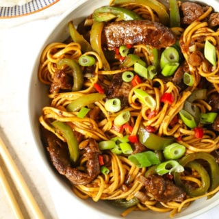 Beef Stirfry with green peppers, spring onions and chopsticks