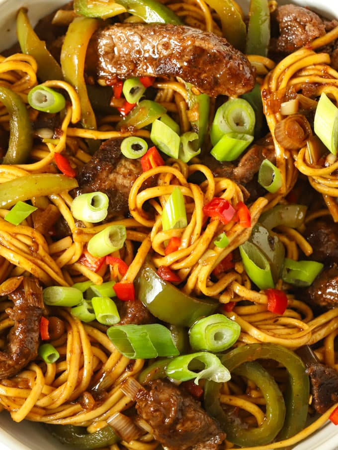Beef noodles with green peppers and sticky sauce