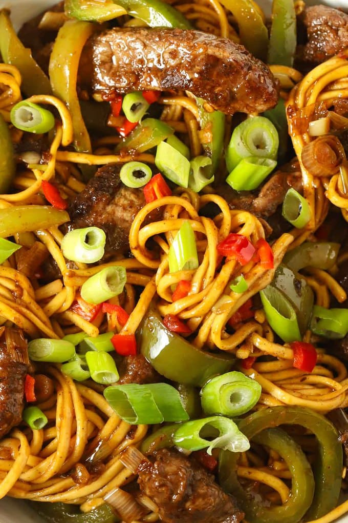 Stirfry beef with noodles and sauce