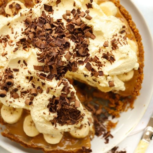 Easy Banoffee Pie recipe with just 5 ingredients sprinkled with chocolate