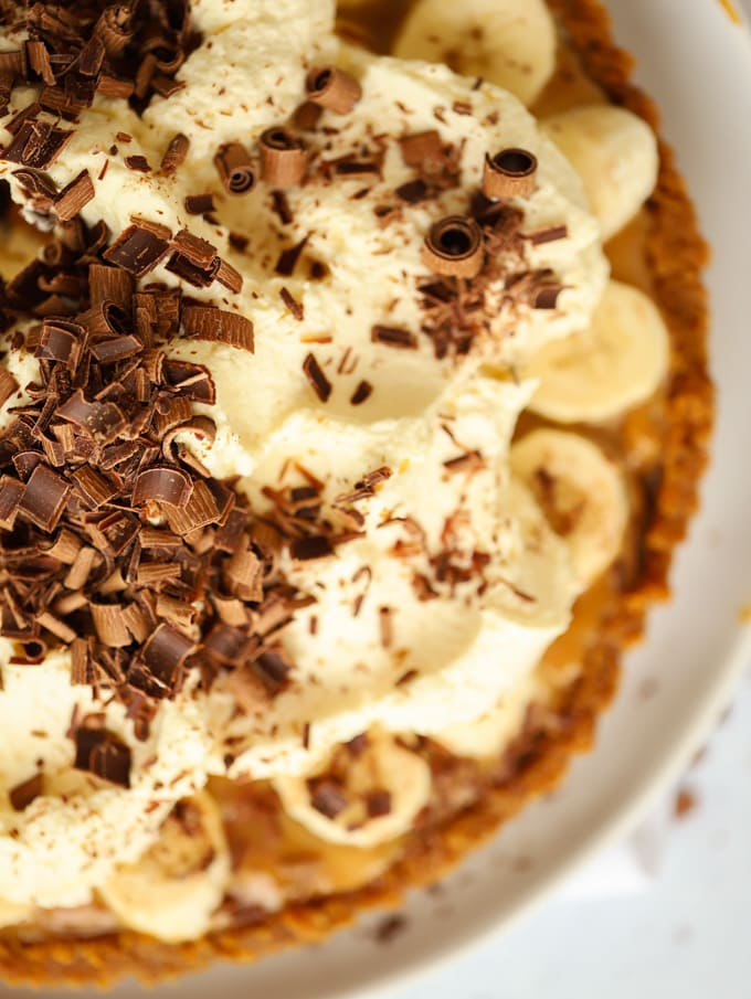 Banoffee pie dessert recipe with fresh cream and ginger nut biscuits