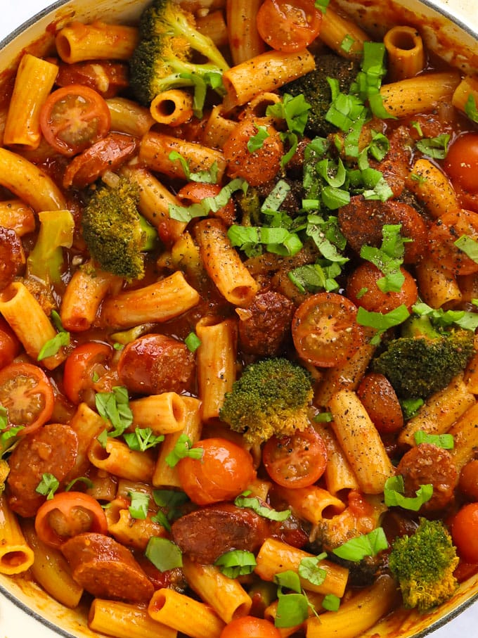 Spicy broccoli and tomato pasta with Spanish sausage
