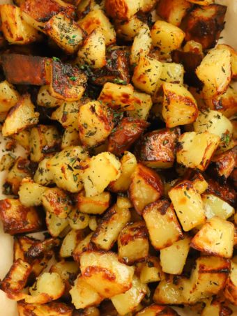 How to make roasted potatoes with garlic and herbs