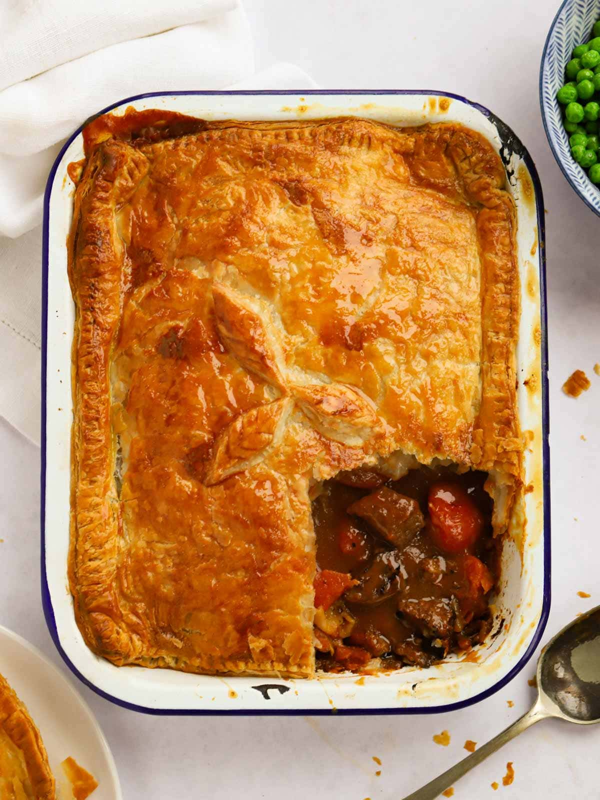 Easy Steak pie with puff pastry and rich gravy
